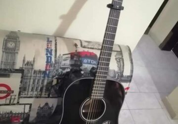 Fender acoustic guitar Good condition Almost one