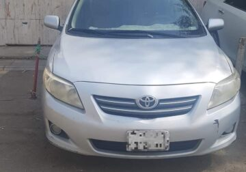Toyota corolla for sale 2010 model silver colour