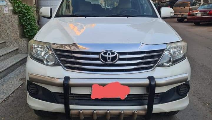 Toyota Fortuner.model 2015. Automatic 4 cylinder