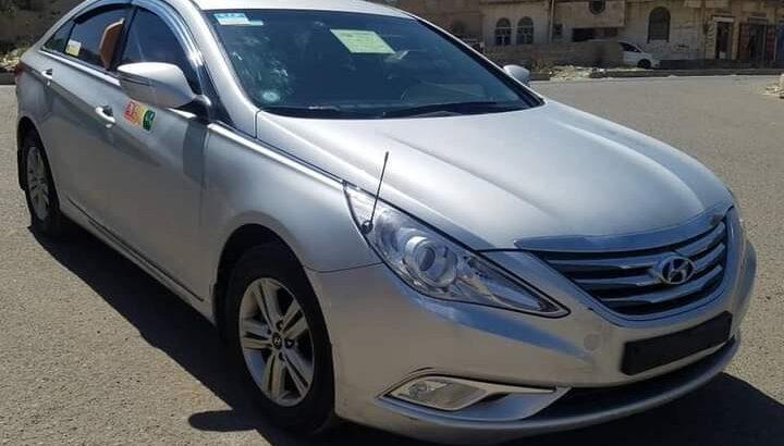 للبيع سياره سوناتا موديل 2013 السياره نظيفه جدا
